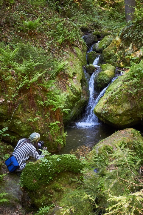 Михаил Крюков пытается заснять водопад на длительную выдержку
