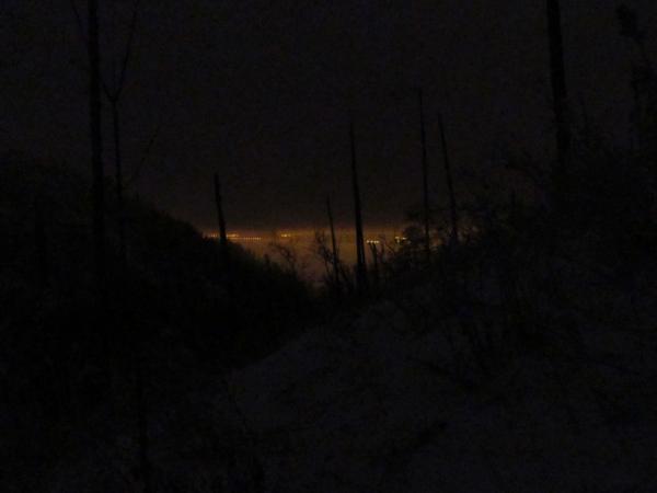 Вдалеке ночной Тольятти грозит призрачными огнями