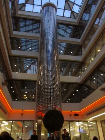 …и занимательным «ртутным» лифтом