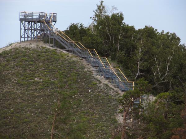 Дальше начинается вихляющая лестница, куда инвалидам путь заказан